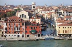 Flyg- sikt av kanaler i Venedig arkivfoto