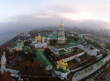 Flyg- sikt av Kiev-Pechersk Lavra Arkivbild