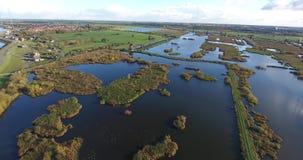 Flyg- sikt av Kinderdijk väderkvarnsjöar, solnedgång, Nederländerna lager videofilmer