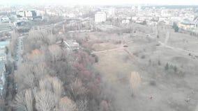 Flyg- sikt av kommunistiska byggnader i staden av Sofia, Bulgarien Gamla byggnader i en huvudstad av balkansna Östlig sovjetisk S lager videofilmer