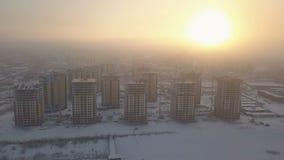 Flyg- sikt av konstruktions- och utvecklingsplatsen på solnedgången lager videofilmer