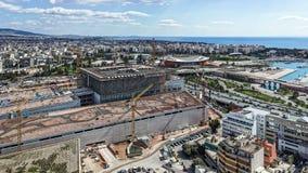 Flyg- sikt av konstruktionsplatsen i stads- miljö arkivbild