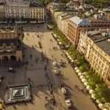 Flyg- sikt av Krakow den huvudsakliga fyrkanten royaltyfri fotografi
