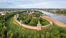 Flyg- sikt av kremlin i Veliky Novgord arkivfoton