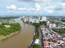 Flyg- sikt av Kuching, huvudstaden av Sarawak, Malaysia - serie 2 Royaltyfria Bilder