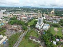 Flyg- sikt av Kuching, huvudstaden av Sarawak, Malaysia - serie 4 Royaltyfri Foto