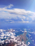 Flyg- sikt av kusten av en ö i Japan royaltyfri foto
