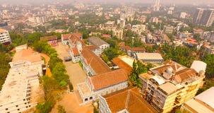 Flyg- sikt av kyrkan i Indien stock video