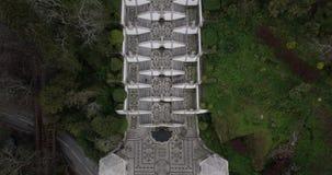Flyg- sikt av kyrkan och trappan av Bom Jesus i Braga Portugal stock video