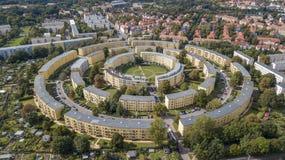Flyg- sikt av lägenhethus i koncentriska cirklar i Leipzig germany Royaltyfria Bilder