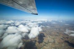Flyg- sikt av landet i Venezuela över moln Arkivbild