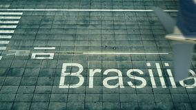 Flyg- sikt av landning för kommersiell nivå på den Brasilia flygplatsen Lopp till Brasilien den begreppsmässiga tolkningen 3D Arkivfoto