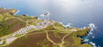 Flyg- sikt av lands slut i Cornwall Arkivbilder