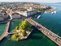 Flyg- sikt av Leman sjön - Genèvestad i Schweiz Royaltyfria Foton