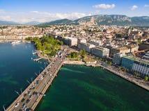Flyg- sikt av Leman sjön - Genèvestad i Schweiz Fotografering för Bildbyråer