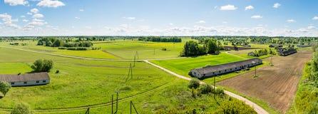 Flyg- sikt av lettisk bygd Arkivbild