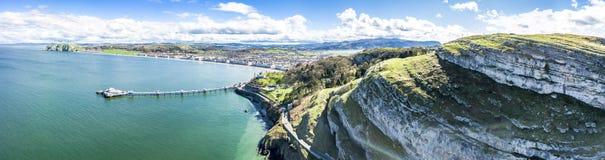 Flyg- sikt av Llandudno med pir i Wales - Förenade kungariket Arkivfoton