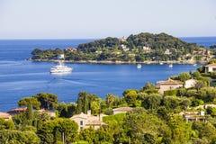 Flyg- sikt av locket Ferrat, franska Riviera royaltyfria bilder