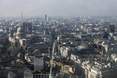 Flyg- sikt av London från den Walkie Talkiebyggnaden på gatan för 20 Fenchurch Arkivfoto