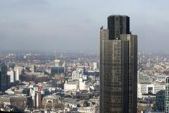 Flyg- sikt av London från den Walkie Talkiebyggnaden på gatan för 20 Fenchurch Arkivbilder