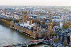 Flyg- sikt av London och flodThemsen, UK Arkivfoto