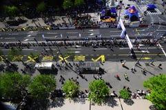 Flyg- sikt av mållinjen av den Belgrade maraton Royaltyfri Foto