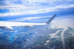 Flyg- sikt av Manila område som sett från flygplanet arkivfoto
