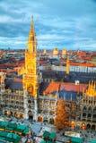 Flyg- sikt av Marienplatz i Munich Arkivfoton