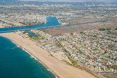 Flyg- sikt av Marina Del Rey och Playa Del Rey royaltyfri foto