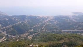 Flyg- sikt av Menton och Ventimiglia från Sainte-Agnes lager videofilmer