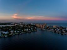 Flyg- sikt av Miami Hollywood med hotell och lägenheter arkivfoto