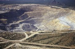Flyg- sikt av miljö- skada som orsakas av koppar som bryter i Tucson, AZ Royaltyfri Foto