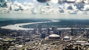 Flyg- sikt av Mississippi River och i stadens centrum, New Orleans, Louisiana Fotografering för Bildbyråer