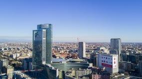 Flyg- sikt av mitten av Milan, norr östlig sida, Palazzo Regione Lombardia, Pirelli skyskrapa, Italien Royaltyfria Bilder