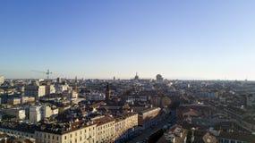 Flyg- sikt av mitten av Milan, panoramautsikt av Milan och Duomohorisont, södra sida Royaltyfri Bild