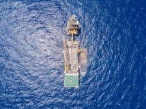 Flyg- sikt av mjuk borrandeolja Rig Barge Oil Rig arkivbild