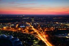 Flyg- sikt av modern europeisk stadsutkant i aftonljus royaltyfri fotografi