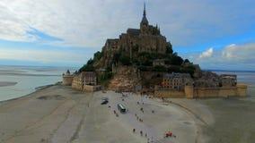 Flyg- sikt av Mont Saint Michel, Frankrike stock video