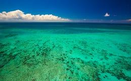 Flyg- sikt av Moore Reef på den yttre stora barriärrevet arkivfoto