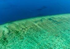 Flyg- sikt av Moore Reef på den yttre stora barriärrevet Royaltyfri Fotografi