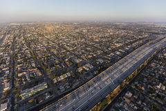 Flyg- sikt av motorvägen för hamn 110 i södra Los Angeles Royaltyfria Bilder