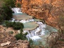 Flyg- sikt av nedgångar för Grand Canyonvattenfallbäver arkivbilder
