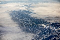 Flyg- sikt av Nevada öken- och bergkanter arkivfoto