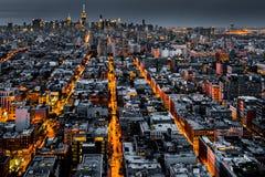 Flyg- sikt av New York City på natten Royaltyfria Bilder