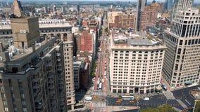 Flyg- sikt av New York, Midtown Manhattan flatiron Residental och affärsbyggnader från över lager videofilmer