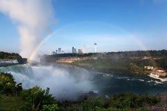 Flyg- sikt av Niagara Falls och regnbågen Fotografering för Bildbyråer