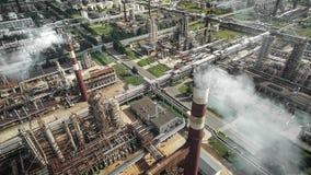 Flyg- sikt av oljeraffinaderiväxten Fotografering för Bildbyråer