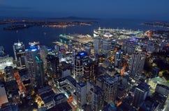 Flyg- sikt av området för central affär för Auckland stad med väntan royaltyfria bilder