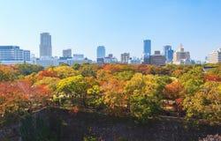 Flyg- sikt av Osaka cityscape i höstsäsong på Osaka Royaltyfria Bilder
