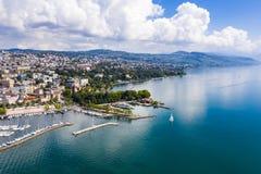 Flyg- sikt av Ouchy strand i Lausanne Schweiz royaltyfri fotografi